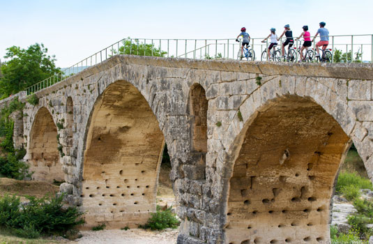 Pont Julien en Luberon @Colombe Production