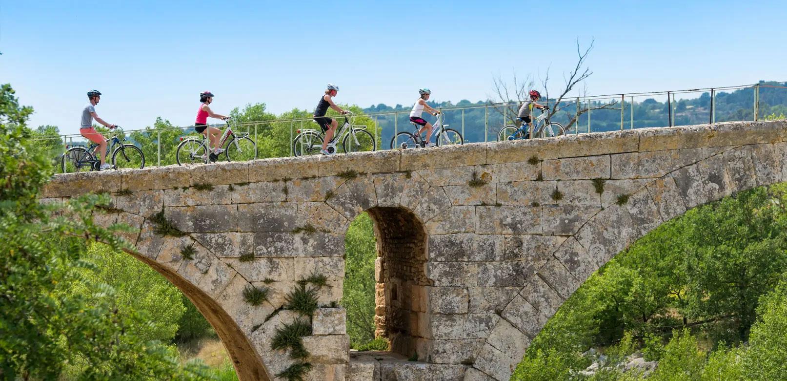 Balade à vélo dans le Luberon sur la véloroute du Calavon